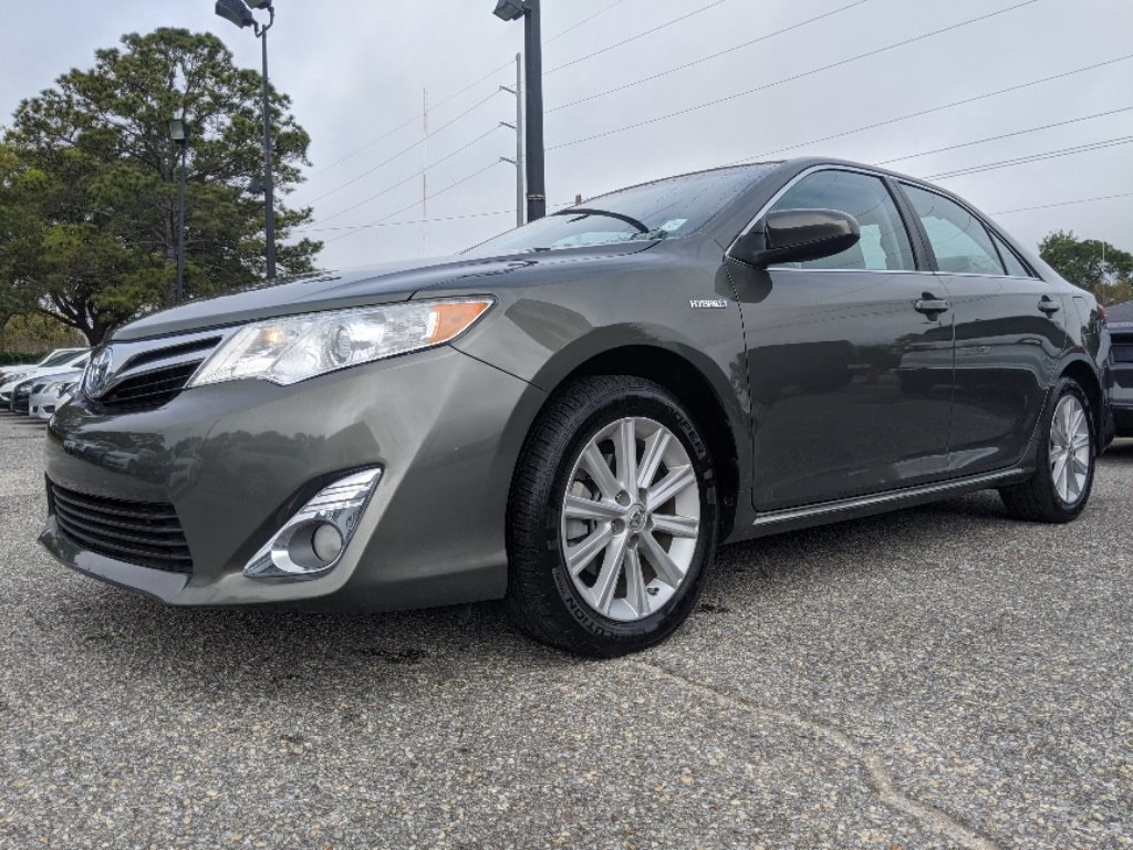Pre-Owned 2012 Toyota Camry Hybrid XLE
